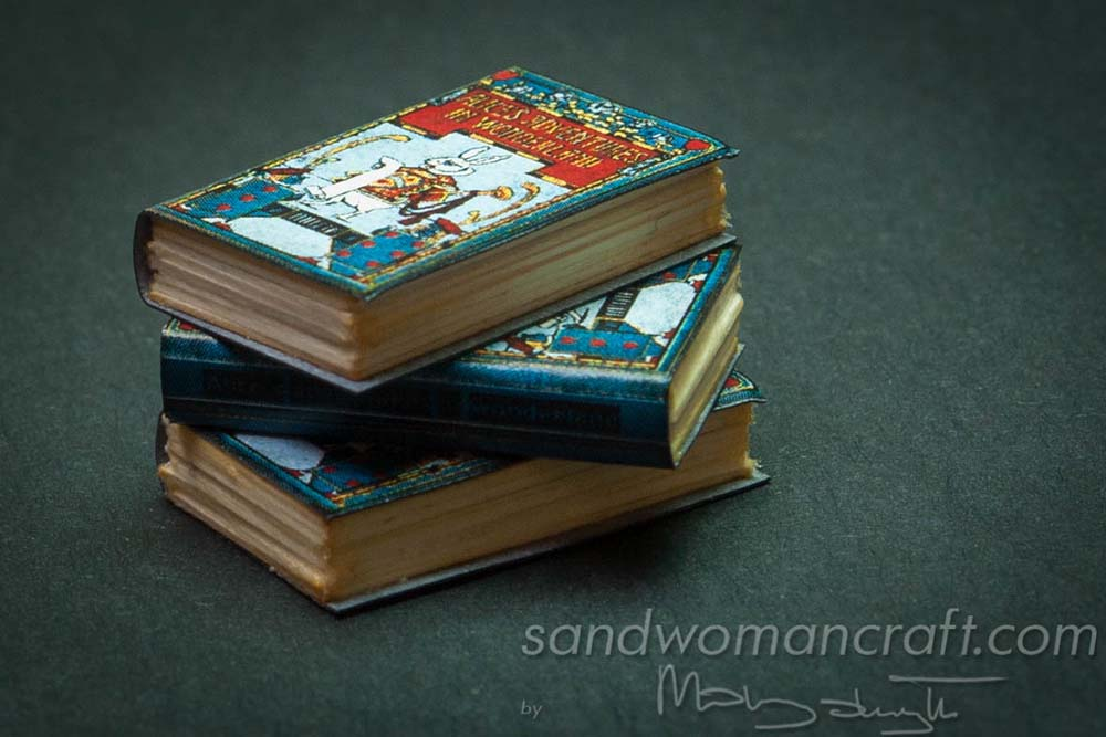 Miniature book Alice in Wonderland