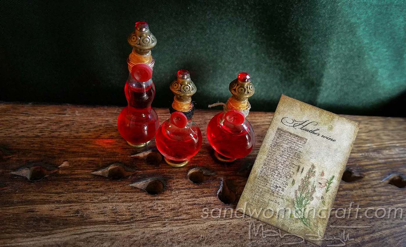 "Dollhouse miniature glass bottle ""Heather Wine"""