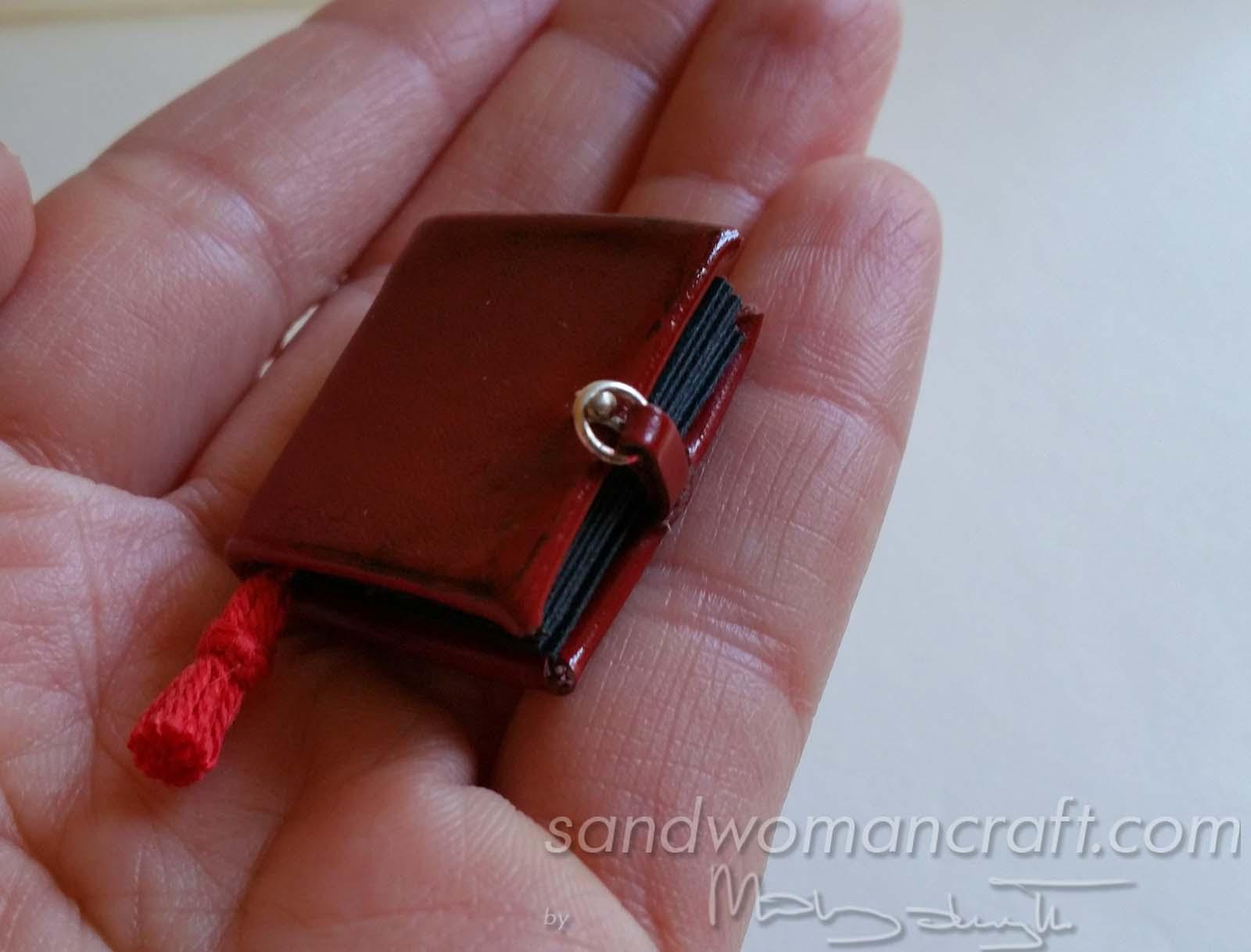Miniature photo album